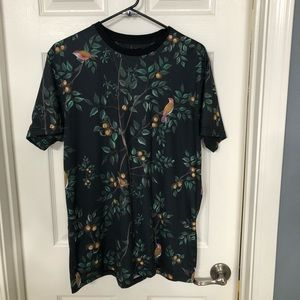 Forever 21 Men Shirt. Size S. Long fit